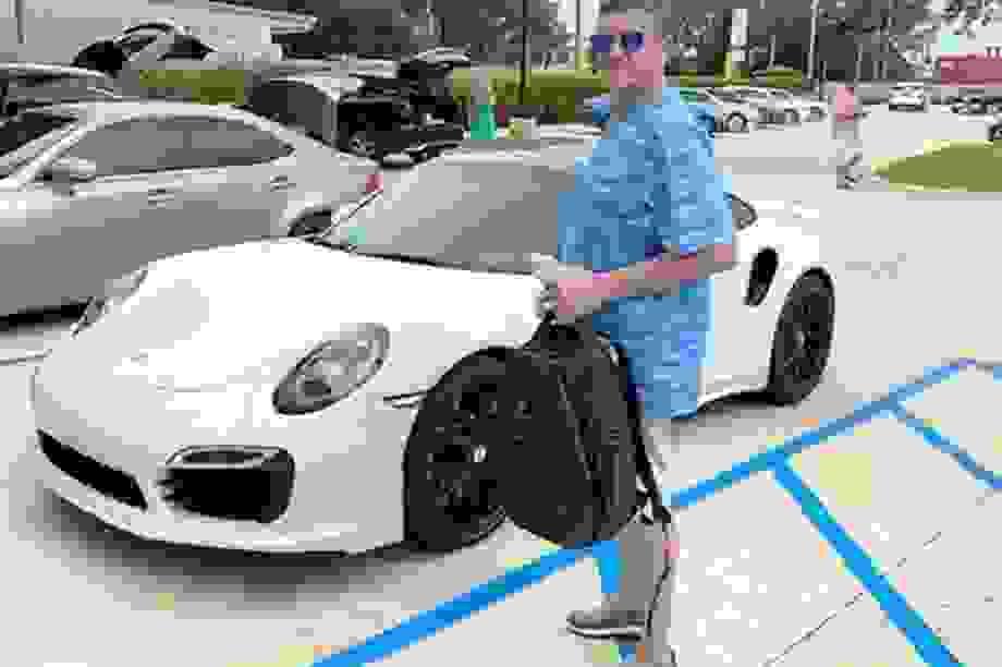 Mua xe Porsche bằng ngân phiếu... in từ máy tính