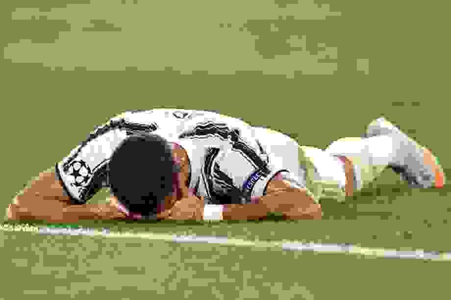 C.Ronaldo lập cú đúp, Juventus vẫn ngậm ngùi chia tay Champions League