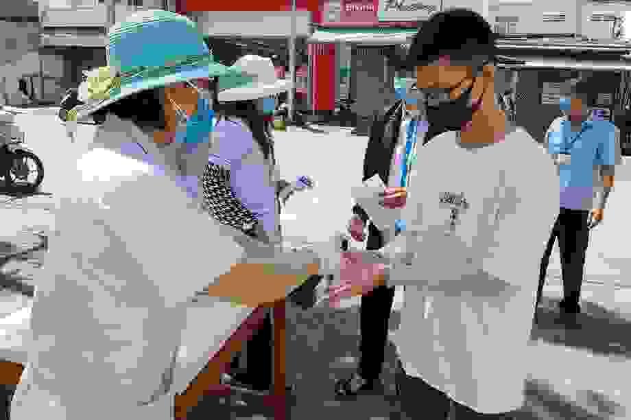 """Khánh Hòa: 13 thí sinh phải chuyển sang thi đợt 2vì nghi """"không an toàn"""""""