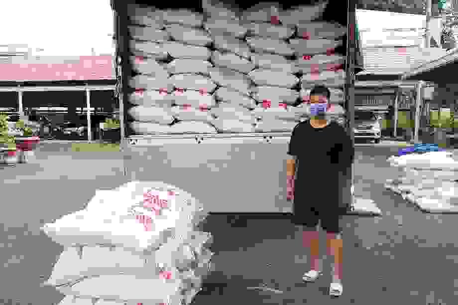 Bắt 4 xe tải chở gần 40 tấn đường cát nghi nhập lậu