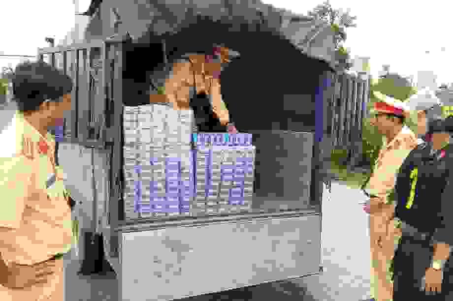 Dùng 3 xe tải chở hàng ngàn bao thuốc lá lậu