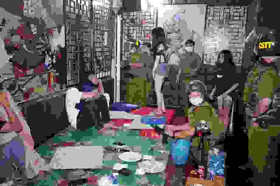18 đối tượng rủ nhau vào quán karaoke chơi ma túy