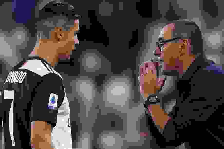 C.Ronaldo giật dây, khiến HLV Sarri bị sa thải?