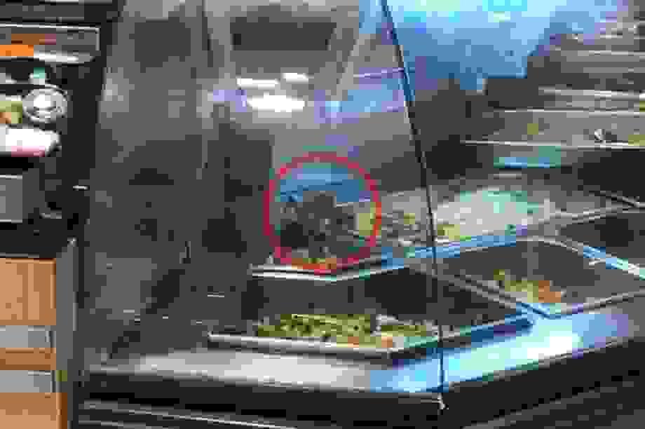 TPHCM: Phát hiện chuột bò trong tủ thức ăn siêu thị Aeon Mall