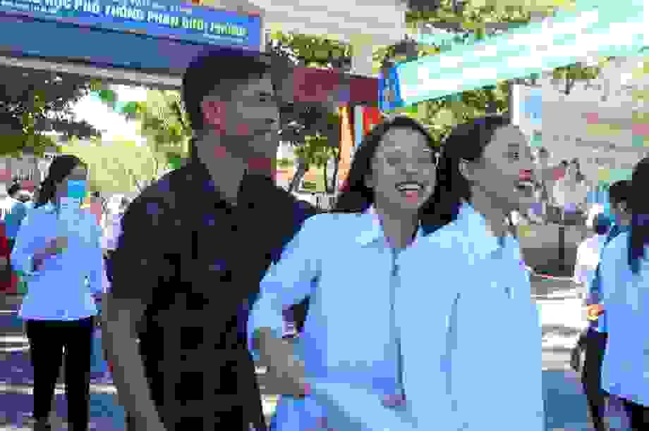 Thí sinh rạng rỡ thở phào vì kết thúc kỳ thi tốt nghiệp THPT 2020