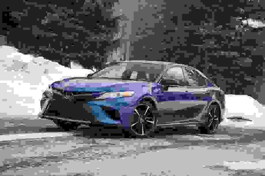 Toyota chớp thời cơ khi các hãng xe Mỹ tháo chạy