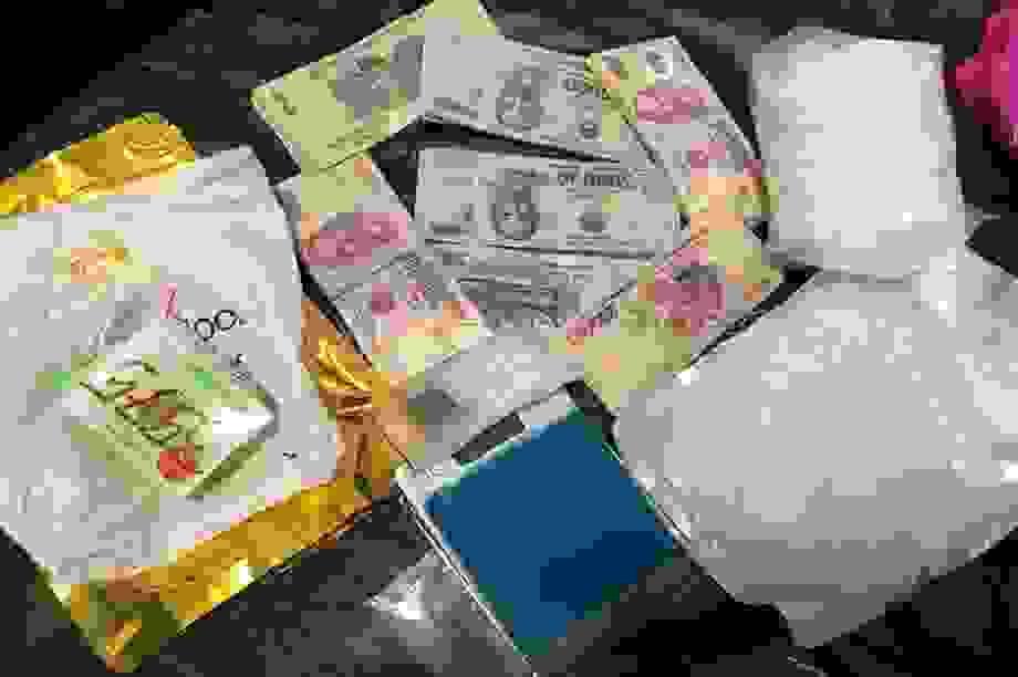 Bị vây bắt, đối tượng buôn bán ma túy lao thẳng xe vào công an