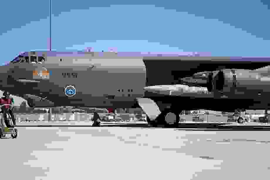 """""""Pháo đài bay"""" B-52 Mỹ thử nghiệm tích hợp thành công tên lửa siêu thanh"""