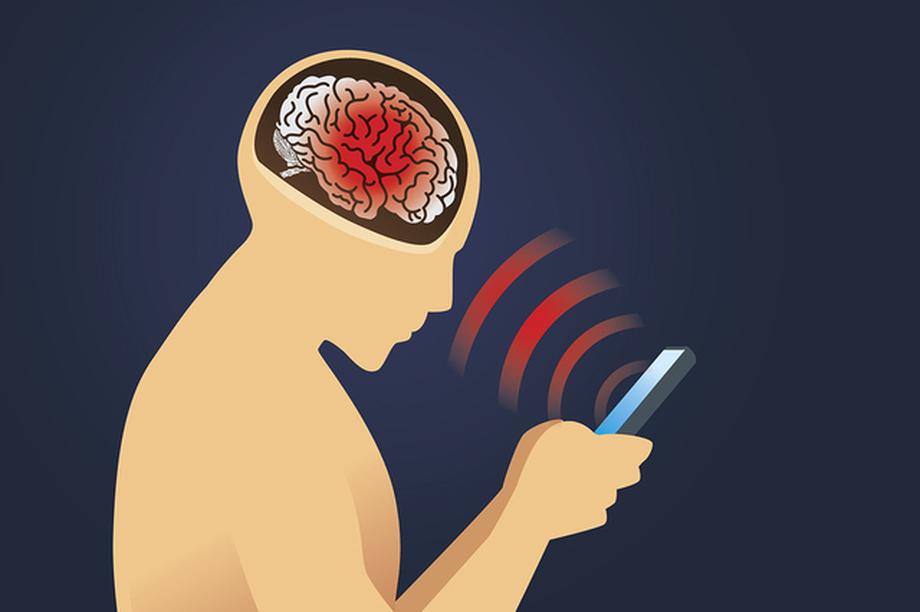 Dùng điện thoại trên 30 phút mỗi ngày làm tăng nguy cơ u não