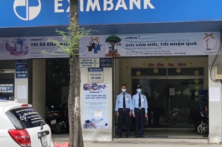 Mở cửa lại phòng giao dịch ngân hàng từng có ca nhiễm Covid-19