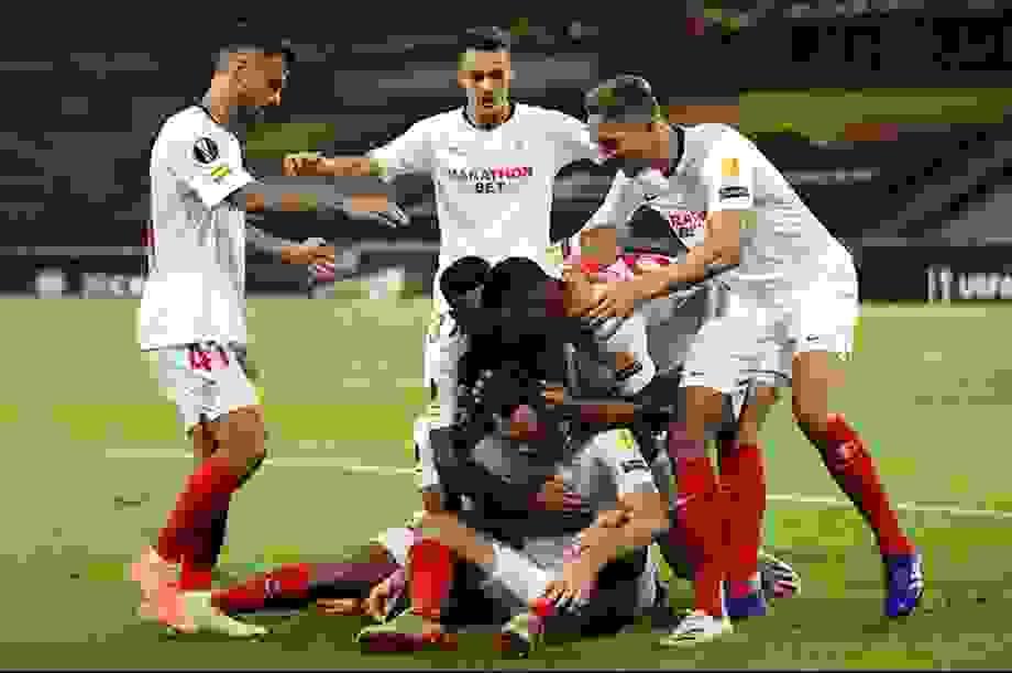 Sevilla thiết lập kỷ lục bất bại, Man Utd lo ngay ngáy