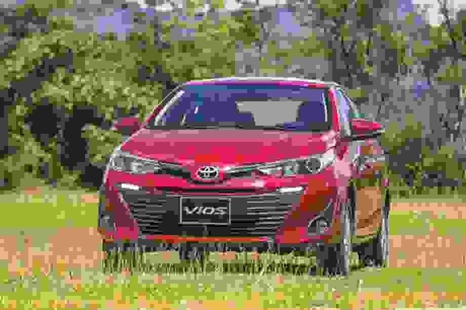 """Cánh én nhỏ"" Vios và ""mùa xuân"" tháng 7 của Toyota"