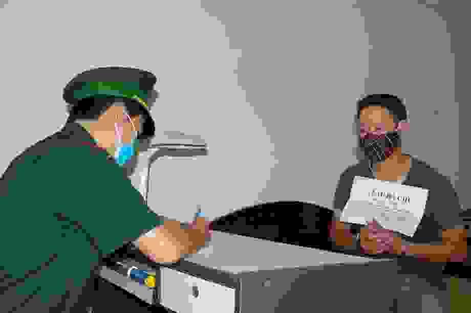 Bắt khẩn cấp đối tượng đưa người nhập cảnh trái phép