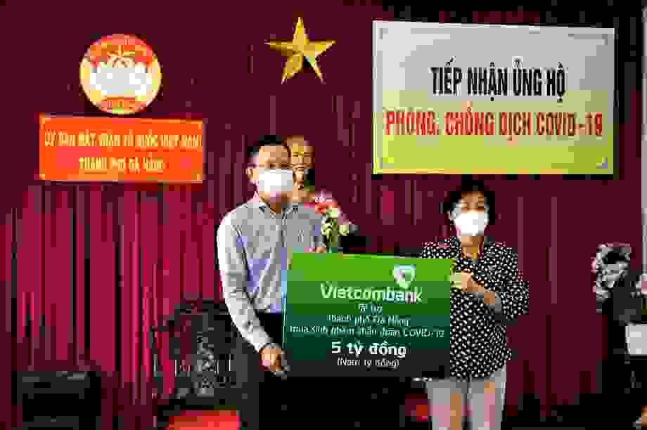 Vietcombank ủng hộ 5 tỷ đồng chung tay cùng thành phố Đà Nẵng đẩy lùi Covid-19