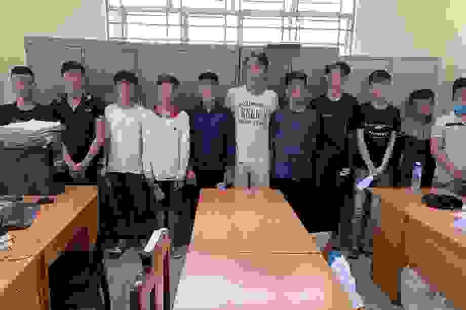 Xách dao đập phá quán trà sữa, 11 thanh thiếu niên bị công an triệu tập