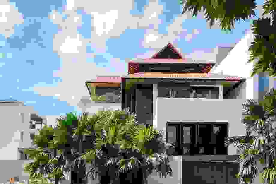 """Gia đình ở Sài Gòn xây biệt thự ngói đỏ đậm chất Huế """"vừa đẹp vừa sang"""""""