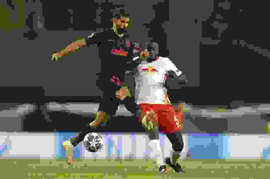 """Xứng danh """"Quái thú"""", ngôi sao Leipzig vô hiệu hóa Diego Costa"""