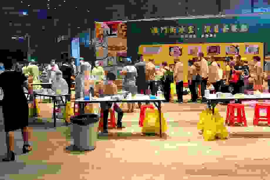 Trung Quốc phong tỏa trung tâm thương mại vì ca mắc Covid-19