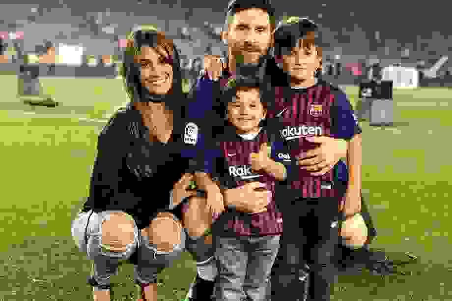 Messi chia sẻ về vợ con sau tuyên bố ở lại Barcelona