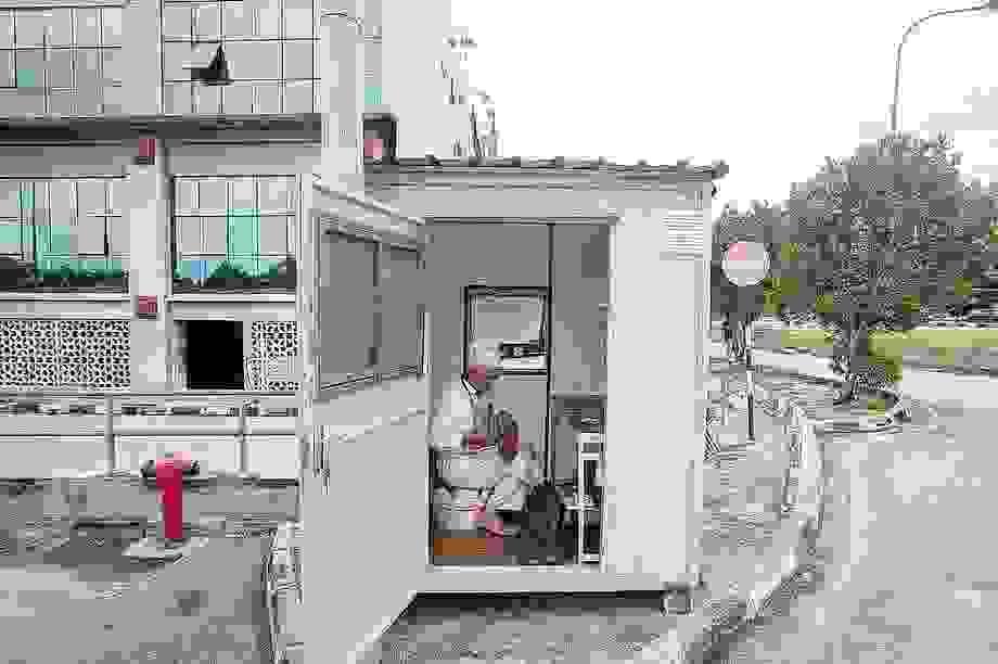 Người đàn ông sống một mình trong thùng container