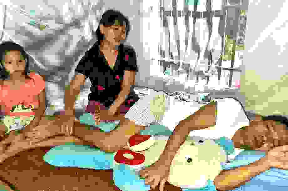 Nghẹn lòng chàng sinh viên nghèo cầu xin sự sống cho bố mẹ