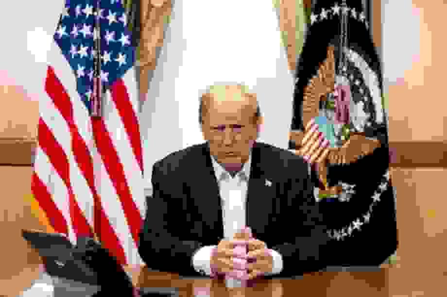 """Mỹ lo tình báo nước ngoài """"săn lùng"""" thông tin sức khỏe của ông Trump"""