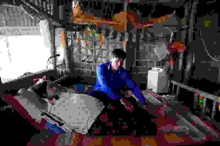 Xót xa cảnh người chồng nghèo khổ cầu xin bạn đọc cứu vợ đang nguy kịch