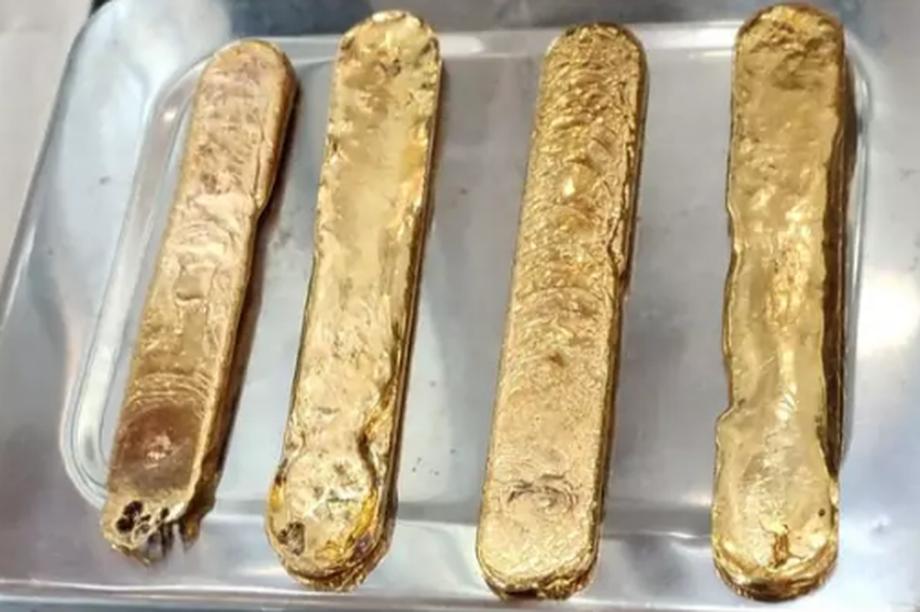 Nhét hơn 1 kg vàng vào hậu môn để lén mang lên máy bay