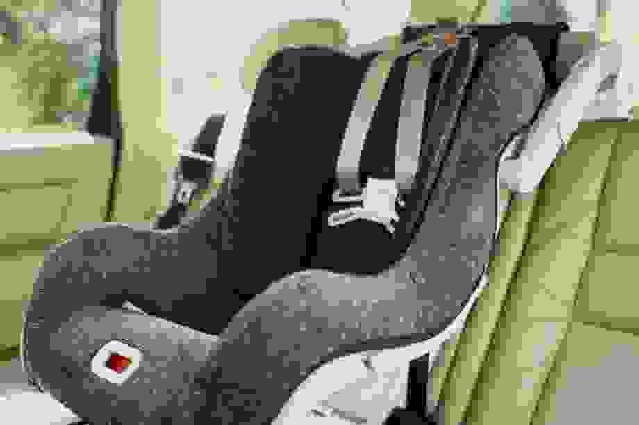 Không nên dùng lại ghế ô tô dành cho trẻ em cũ, vì sao?