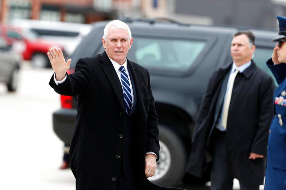 """""""Phó tướng"""" của ông Trump cắt ngắn tranh cử, vội vàng trở về Washington"""
