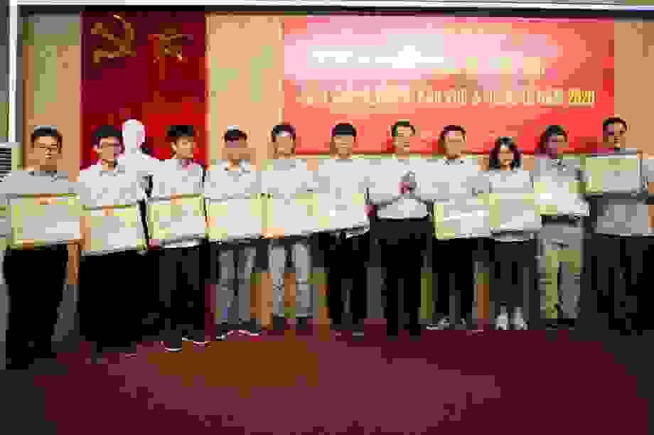Tôn vinh và khen thưởng học sinh THPT Chuyên đạt giải quốc tế năm 2020