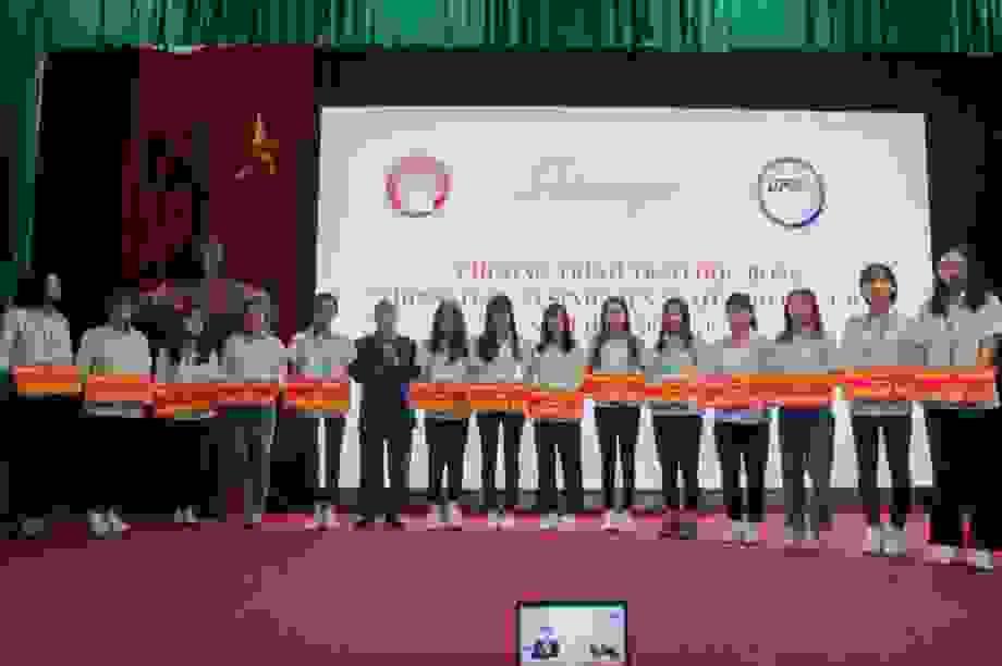 Quỹ Khuyến học Việt Nam trao học bổng học sinh, sinh viên vượt khó học giỏi