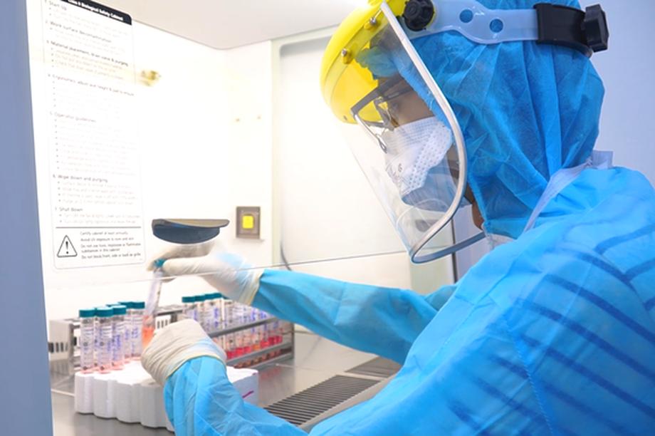 Vì sao nam tiếp viên hàng không xét nghiệm lần 3 mới dương tính SARS-CoV-2?