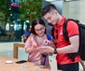 """Dân """"săn"""" iPhone 11 khắp châu Á đổ về Singapore chực chờ trước cửa Apple Store"""
